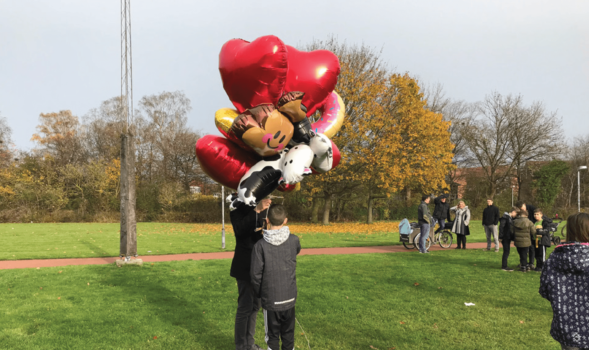 Feel free to get creative with the balloons you use: in one playtest, patrons in Denmark used emoji-shaped mylar balloons!