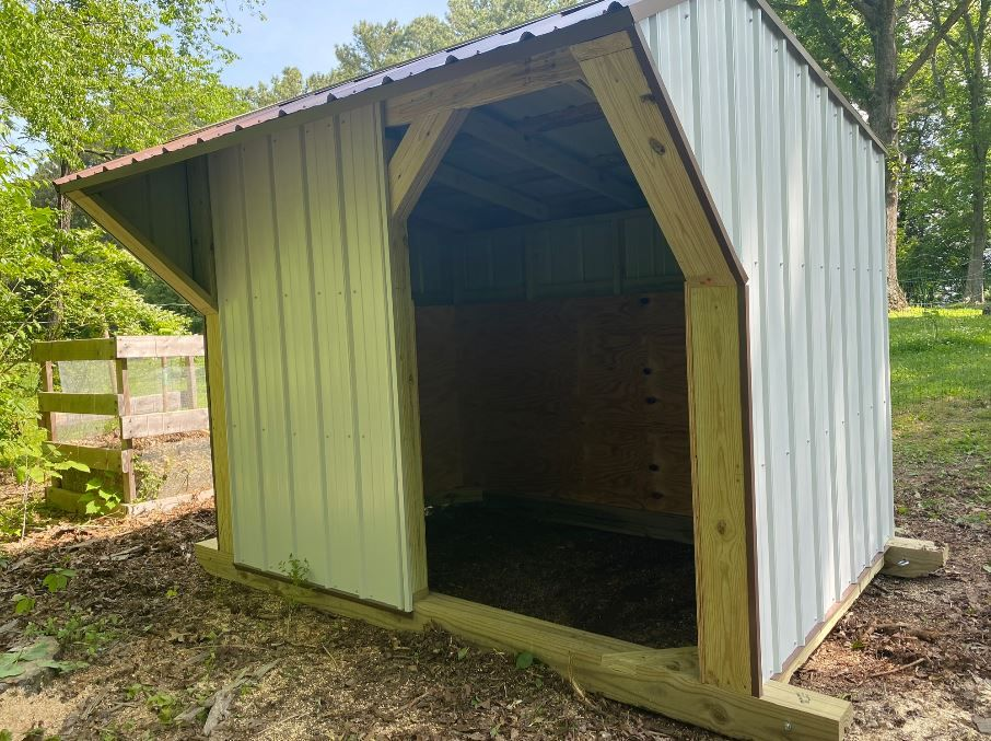 6' x 9' with half open front.